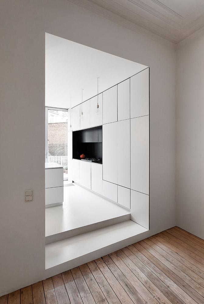 Helvitt kök i minimalistisk stil