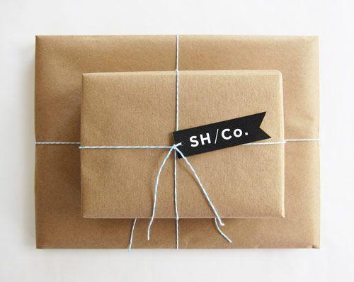 Paket i brunt papper