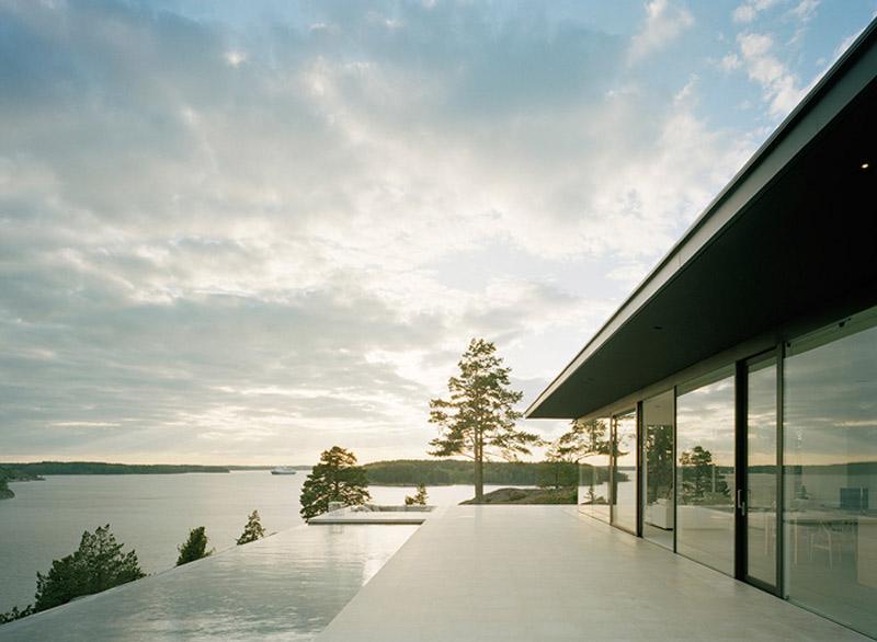Utsikt över pool och fjord