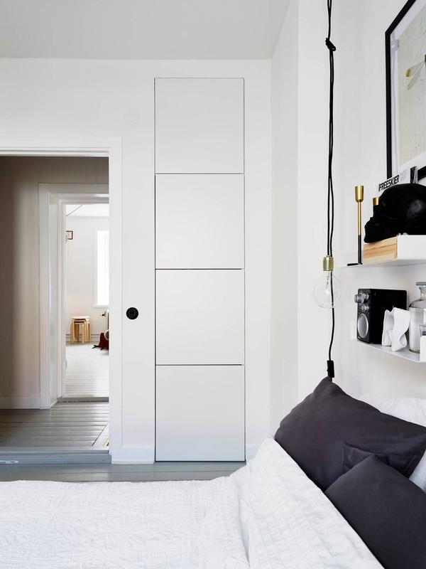 Dold förvaring i en ljus Göteborgs bostad